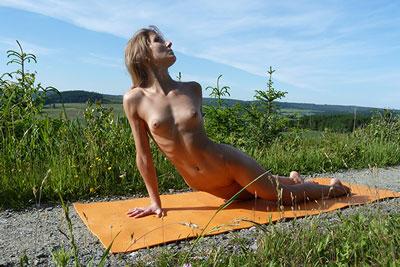 Yoga elke nackt Only4Fans Archive