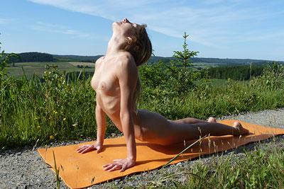Elke doing nude yoga outdoor 2019 No. 02