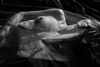 Elke beim Nacktyoga Fotoshooting in der Schweiz Foto 03