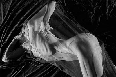 Elke beim Nacktyoga Fotoshooting in der Schweiz Foto 02