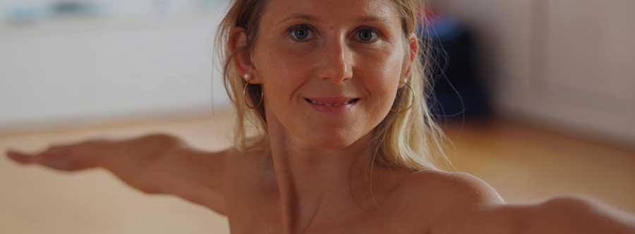 Blog Nackt Yoga mit Elke Lechner Titelfoto